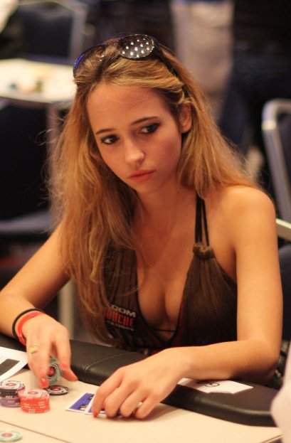 Margaux Ponnelle tenue poker